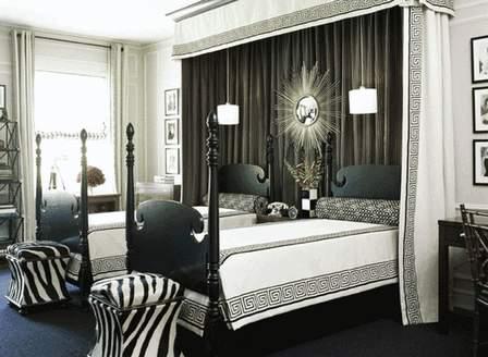Чёрно-белые шторы в интерьере
